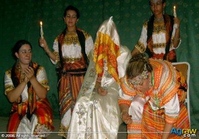 Les traditions kabyles au mariage du hanni des bijoux en for Robes de mariage en argent