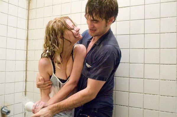 """"""" On est amoureux le jour où l'on met du dentifrice sur une autre brosse à dents que la sienne. """""""