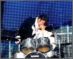 Super Junior! Les bisous entre membre c'est si mignon! xD