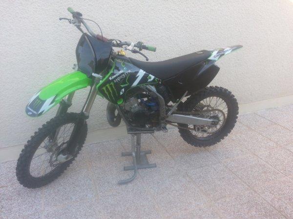 Voici ma seconde moto une KAWASAKI 125 kx