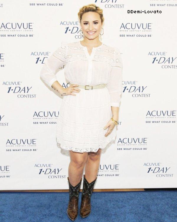 9/07/13 Demi était présente à l'évènement  ACUVUE 1-DAY