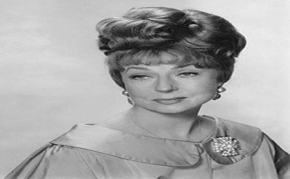 Agnes Moorehead est décédé le 30 avril 1974