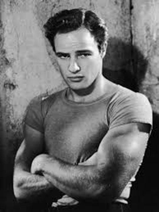 Marlon Brando est décédé le 1er juillet 2004 (à 80 ans)