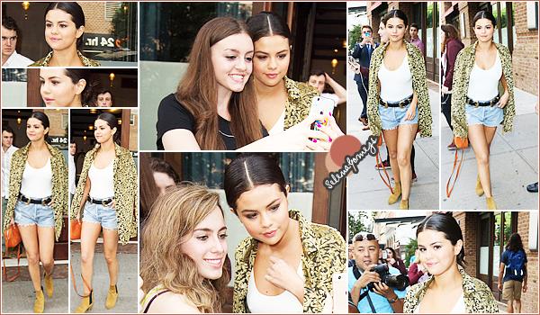 - 23/06/15 - Pour commencer cette journée, Selena a été vue quittant son hôtel et se baladant dans les rues de NY ●● Encore une grande journée pour notre Selly, côté tenue je donnerais un TOP à chacune de ses sortit, elle est vraiment magnifique pour pas changer -