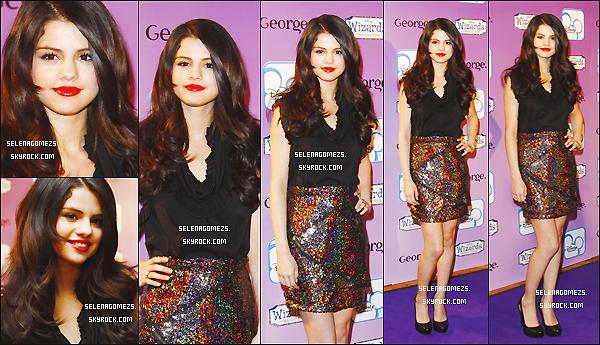 07/04/2010 : Selena était présente à la Fashion Show des Sorciers de Waverly Place
