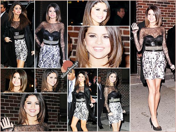 """- 14/03/11 - Notre petite Selena Gomez s'est rendue au théâtre Sullivan pour le """"Letterman Show"""" à New York City  ●● Côté tenue je donnerai un TOP pour notre starlette, c'est une Selena toute souriante que nous retrouvons là. Et vous, qu'en pensez-vous ? -"""
