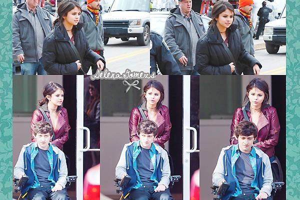"""'  28/29.01.2015 - Selena a passée ses deux jours sur le set de """"The Revised Fundamentals of Caregiving"""" à Atlanta Lors de ces deux jours de tournage, Selena a aussi prit le temps de poser avec ces fans '"""