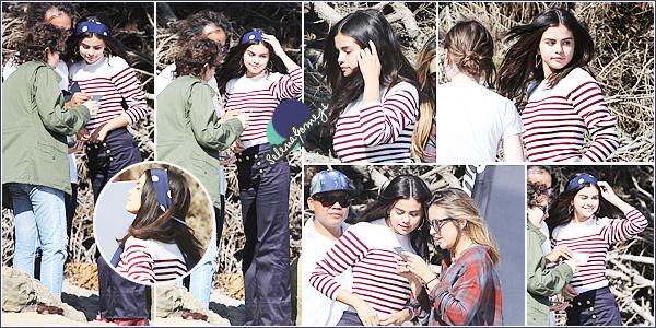- 14/07/15 - Notre ravissante Selena était sur le set pour un tournage de photoshoot à Malibu, en Californie ●● Côté tenue je donnerai un TOP, c'est avec très grande impatiente que nous attendons les photos du shoot. Qu'en pensez-vous ? -