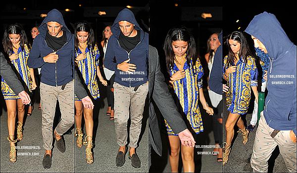 22.07.2014 : Selena a ensuite été vue marchant dans Saint-Tropez