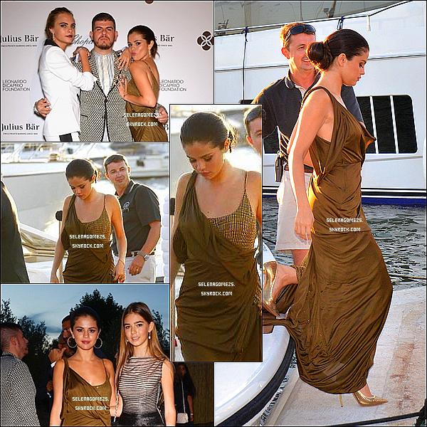 23.Juillet.2014 : Selena a été aperçues ce promenant dans les rues, à Saint-Tropez