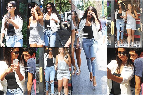 9.Juillet.2014 : Selena et ces amis ont été vus quittant le restaurant « Bedford » à New York