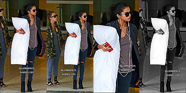 11.Juillet.2014 : Selena a été vue arrivant à l'aéroport international de Miami, en Floride
