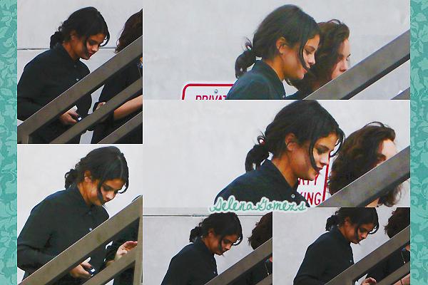 '  25.02.2015 - Selena a été vue se rendant au Nine Zero One salon à Los Angeles Côté tenue ont ne voit pas grande chose, mais pour ce qu'on voit je donnerai un FLOP '