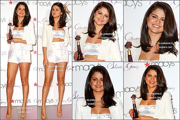 09.Juin.2012 : Selena était au lancement de son parfum chez Macy's, à New York