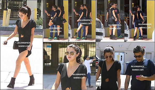 12.Juillet.2014 : Selena ce promenait avec Harmony Korine, dans Miami