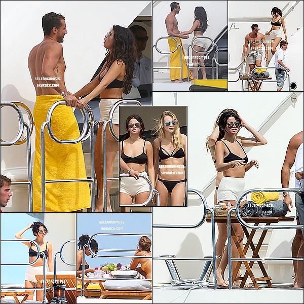 22.07.2014 : Selena et ces ami(e)s ont fait des activités nautique toute la journée, à Saint-Tropez