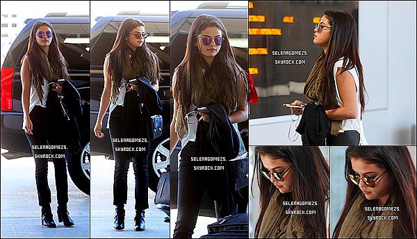07.09.2014 : Selena a été vue à l'aéroport de Toronto, au Canada
