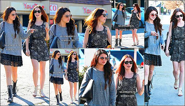12.02.2013 : Selena était allée déjeuner avec l'actrice Lily Collins, à Los Angeles