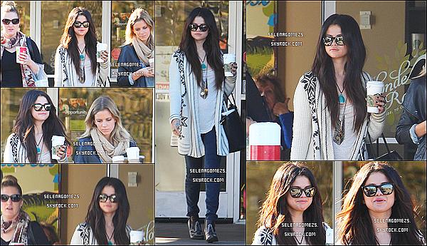 16.01.2013 : Selena était allée prendre le déjeuner en compagnie de ces choeurs, à Los Angeles