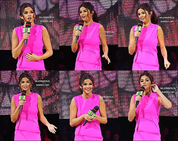 22/10/2014 : Selena était présente au We Day de Vancouver