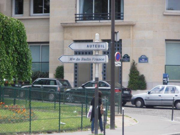 Les panneaux d'indication parisien.