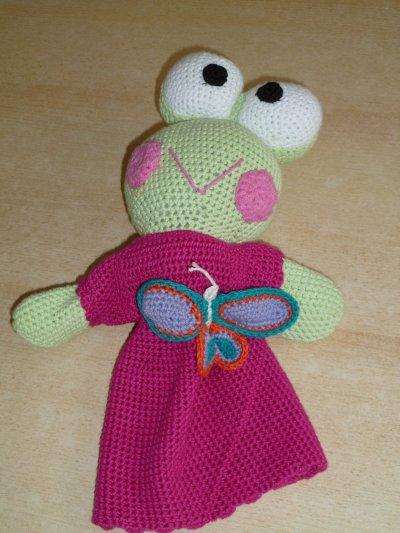 Grenouille et sa copine marionnette