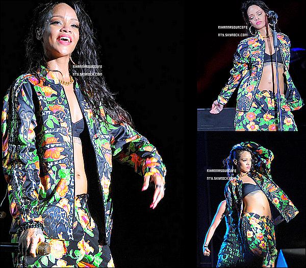 26/10/13 :  Rihanna a son concert de sa tournée mondiale à  Punta cana République dominicaine.