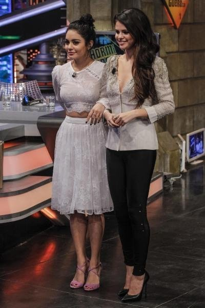 Selena Gomez n'hésite plus à porter des tenues très féminines et ça lui réussit bien