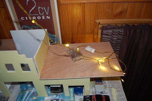 Diorama garage citro n mise en lumi re il n 39 y a de for Garage citroen melun 77