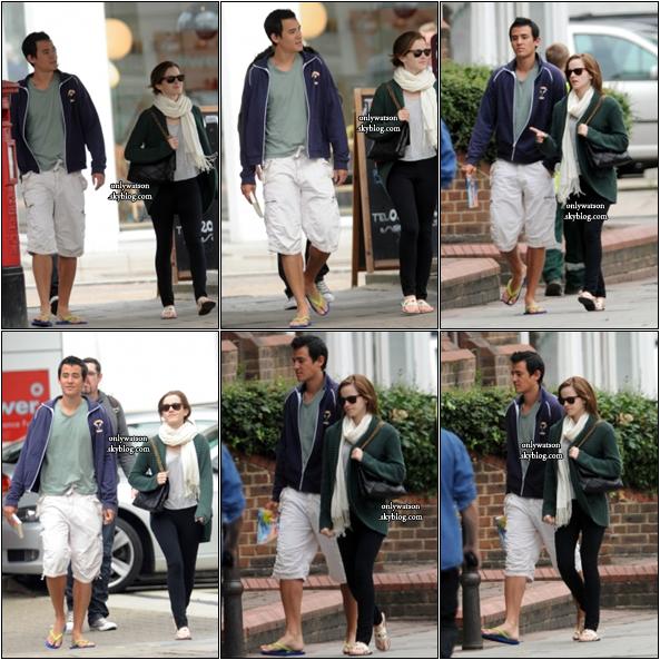 24.08.12 : Em' & Will se baladant dans les rues de Londres. Malgré qu'ils soient très discrets, on a quand même des photos :)