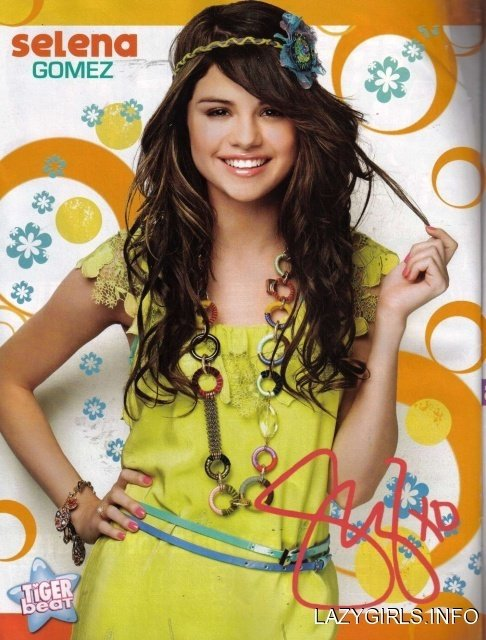 selly boo gomez posters !!!!