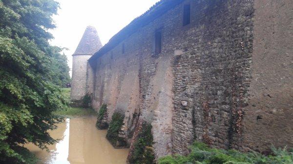 Ballade autour du mystérieux château d'Arginy (dép:69)
