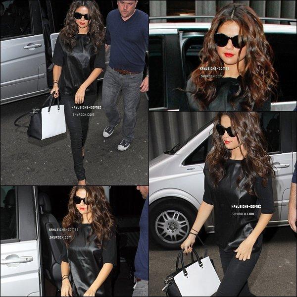 . 9 Septembre Selena à était vue arrivant au studio de Kiss FM Radio & BBC Radio 1 à Londres.  .