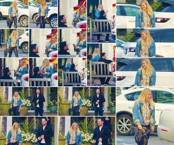 26/03/17 - La belle Hilary Duff a été vu avec son fils Luca et son ex mari Mike allant manger des sushi à Beverly Hills.