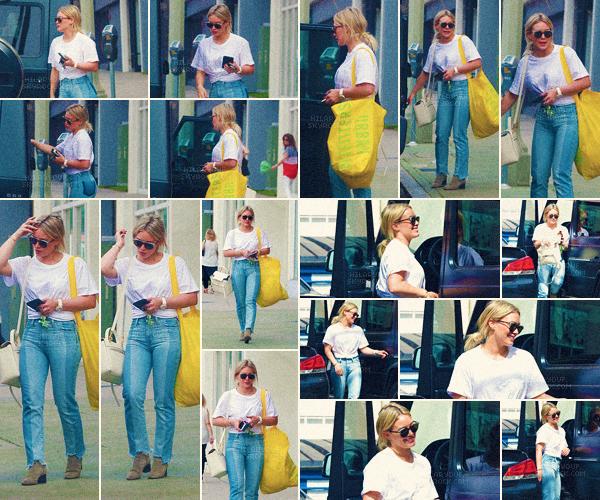 10/03/17 - Hilary a été vu de sortie avec son fils Luca a Studio City. Ils ont été voir un film pour après faire du shopping.
