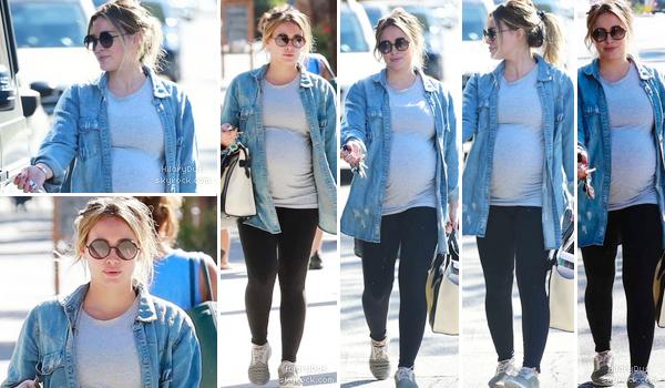 16/09/18 - La petite Hilary Duff quittait son cours de gym à Los Angeles.  Je met un top pour cette tenue sportive ! Elle lui va bien.