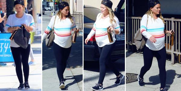 21/09/18 - Notre petite Hilary Duff a été vu en train d'arriver à sa salle de Gym à Studio city.  Pour un look sportif c'est pas trop mal ! J'aime assez sa tenue.