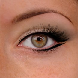 Comment maquiller les yeux marron
