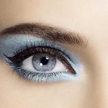Comment maquiller les yeux bleu