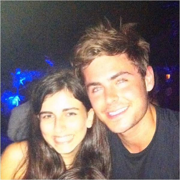 × Nouvelle photo de Zac et une fan hier soir :-)