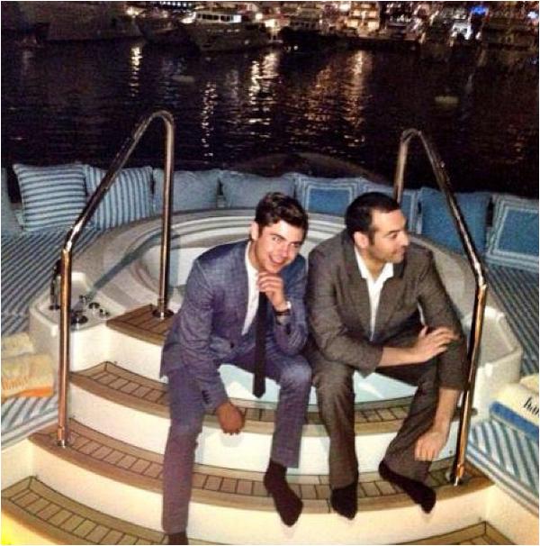 × Nouvelle photo de Zac avec Mohammed Al Turki prise sur un bateau surement à Cannes l'année dernière :-)