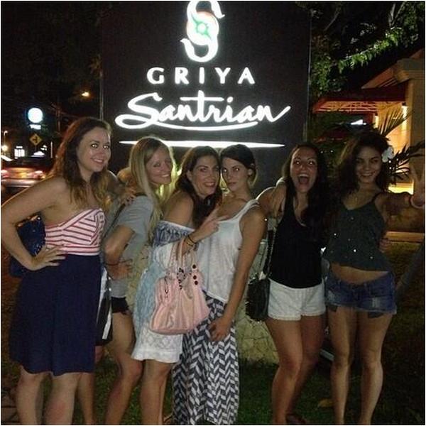 × Vanessa au Oakley Pro Bali 2013 ce 17 juin 2013