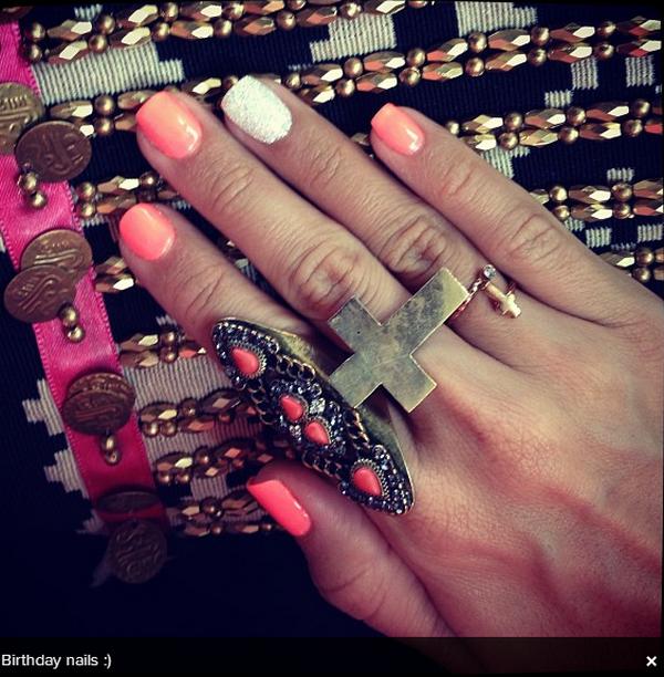 × Ashley en séance shopping avec Chris à Malibu ce 30 juin 2013