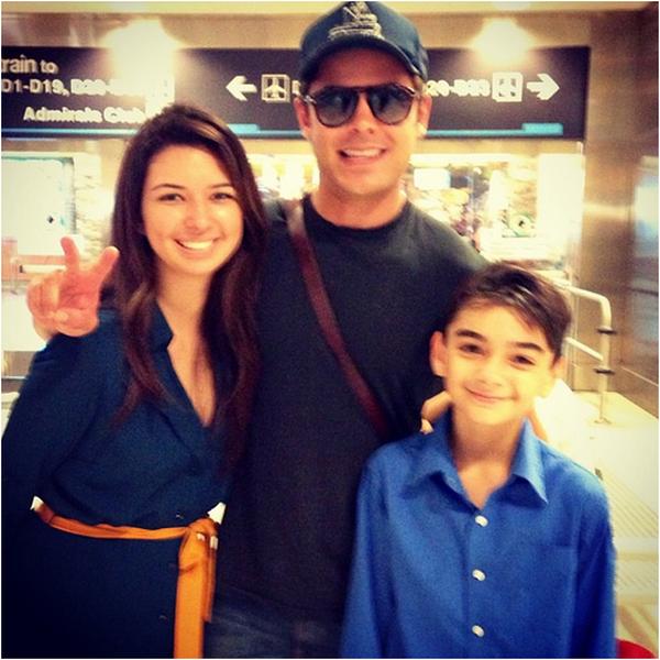 Zac a pris la pose avec des fans à Los Angeles hier et voici la photo ! :)