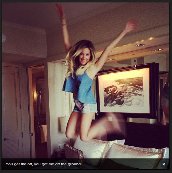 × Ashley, actuellement en vacances avec Chris, vient de nous partager cette photo d'elle datant du 4 juilllet :)