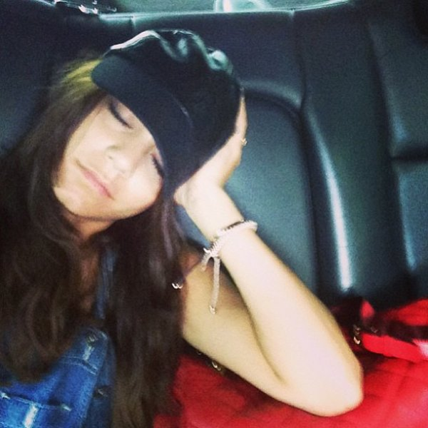 """× """"La joie d'être tante. Princesses, rose et contes de fées #jadore"""" - Ashley avec Mikayla, photo postée sur Facebook"""
