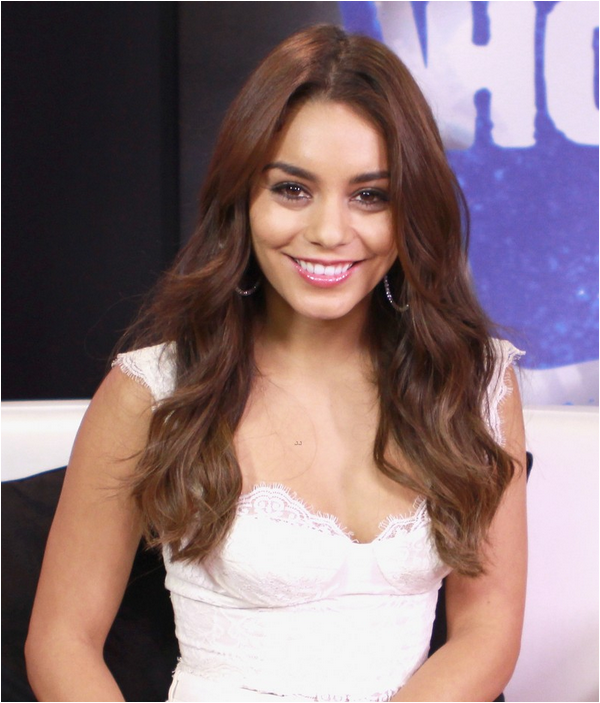 × Vanessa au Young Hollywood Studio