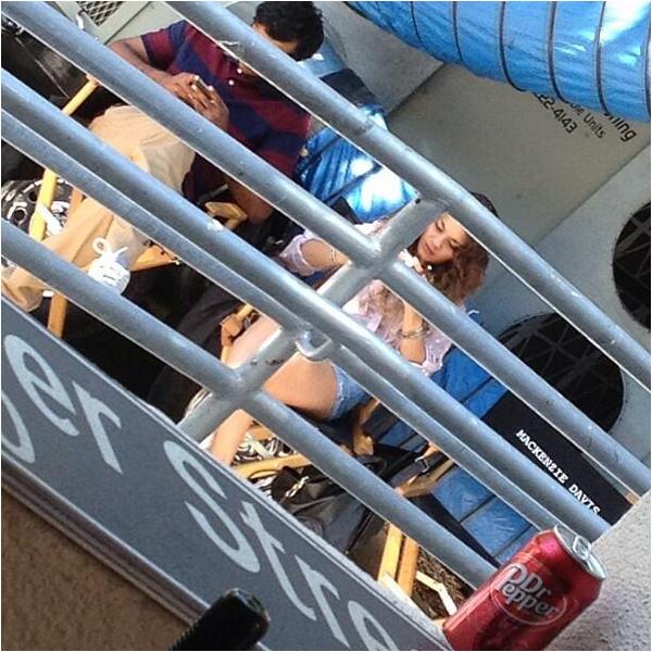 Vanessa sur le tournage de Kitchen Sink à LA ce 12 août 2013
