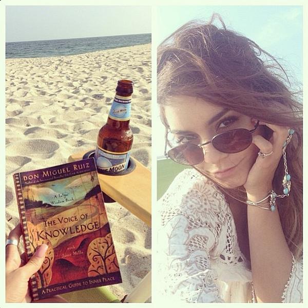 × Nouvelle photo de Vanessa à la plage ce 30 août postée sur son Tumblr :)