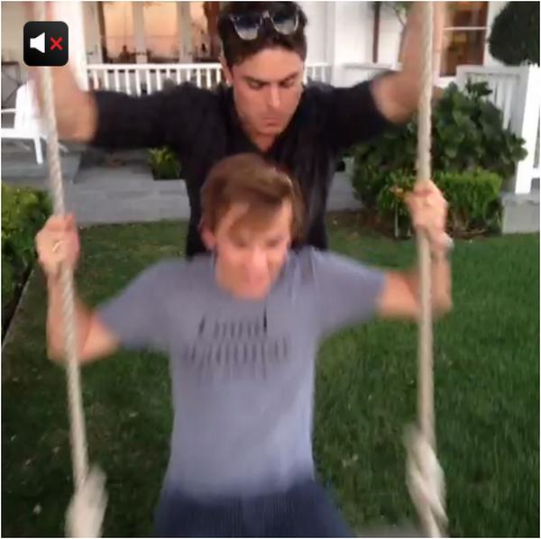 """× Rob Lowe, acteur et ami de Zac qui l'a défendu en ces """"temps de crise"""", vient de poster ces deux vidéos Vine où on voit Zac faire de la balançoire hier."""